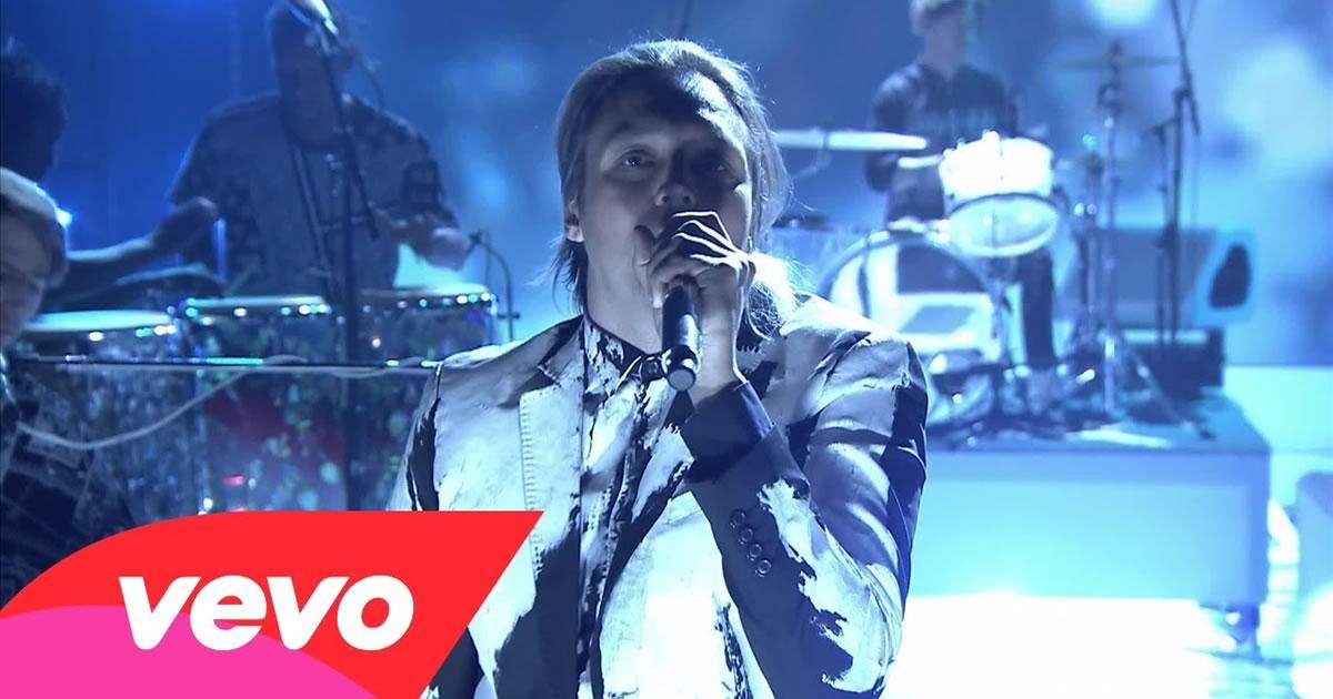 Arcade Fire actuaram no Tonight Show de Jimmy Fallon