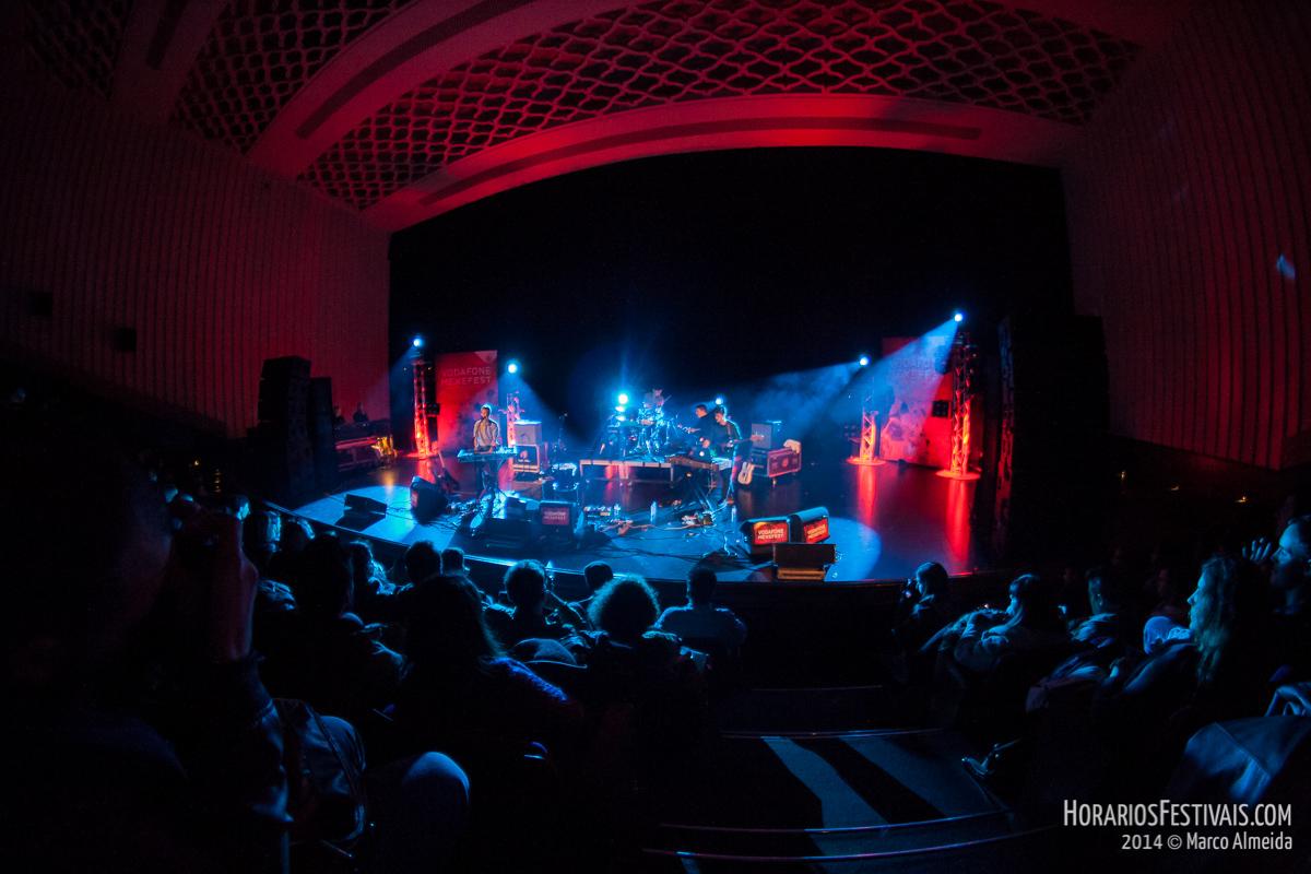 Vê todas as fotos dos Adult Jazz no Vodafone Mexefest