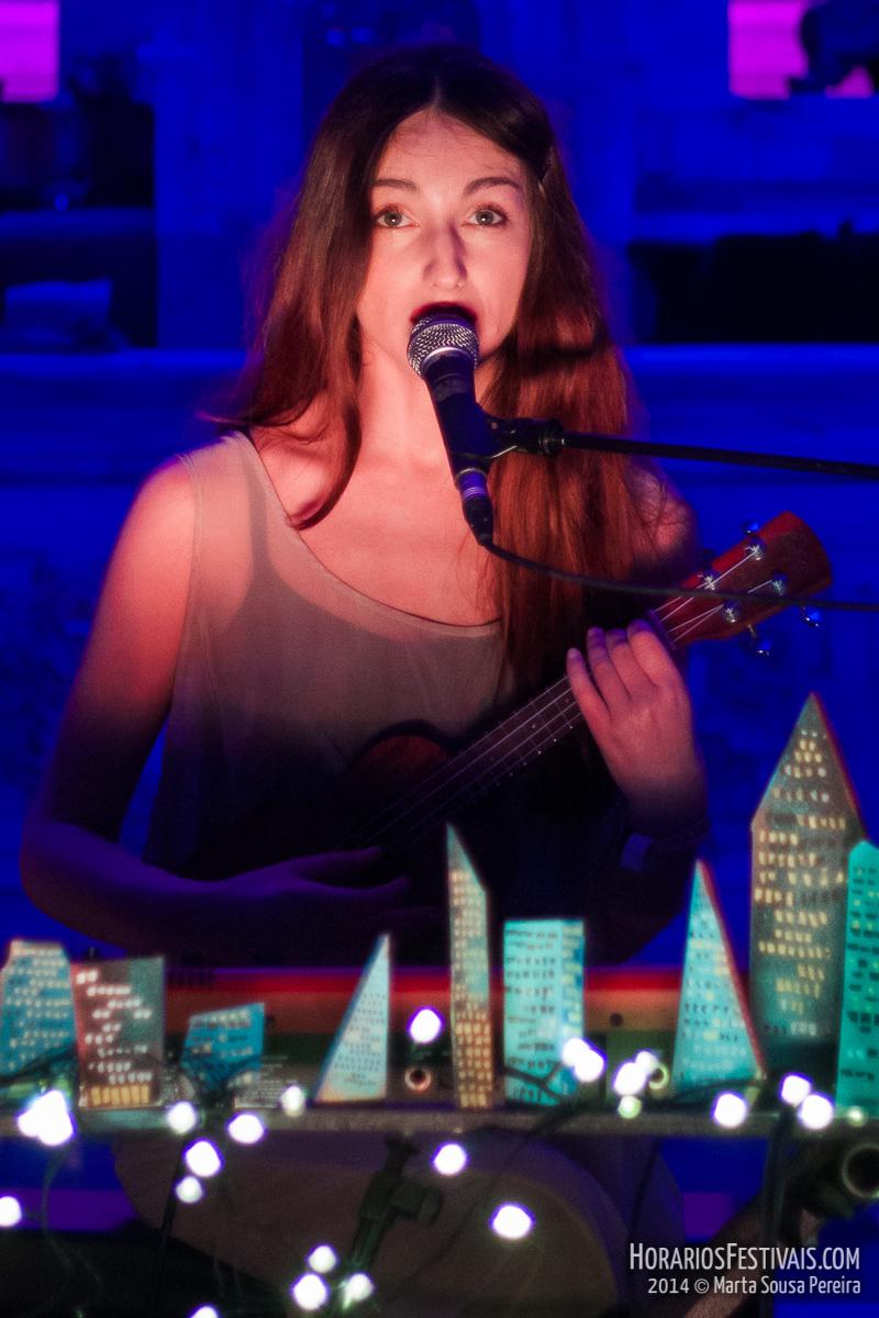 Vê todas as fotos de Johanna Glaza no Vodafone Mexefest