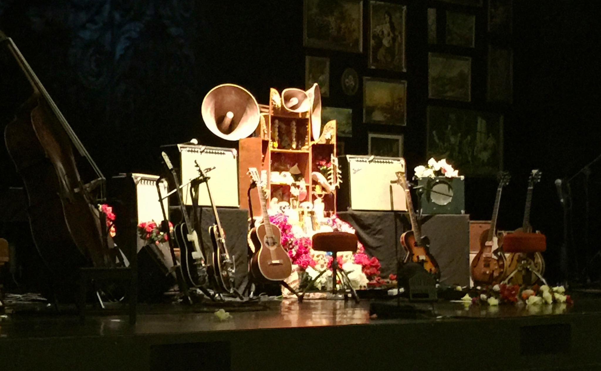 Já estamos no Rivoli, no Porto, para o concerto dos Dead Combo
