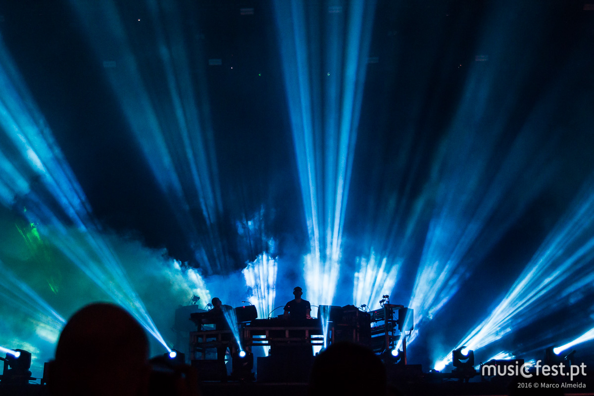 20160708010551-08_chemical_brothers-0028