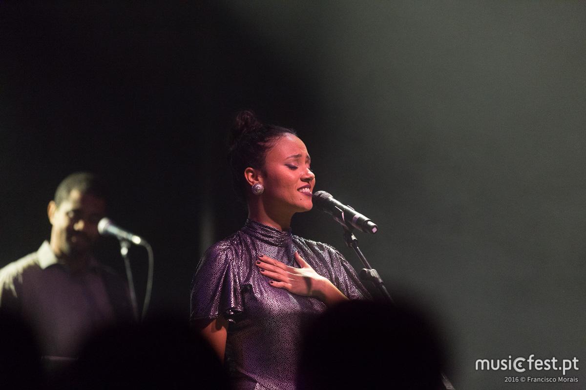 Vê aqui todas as fotos de Mayra Andrade no Vodafone Mexefest