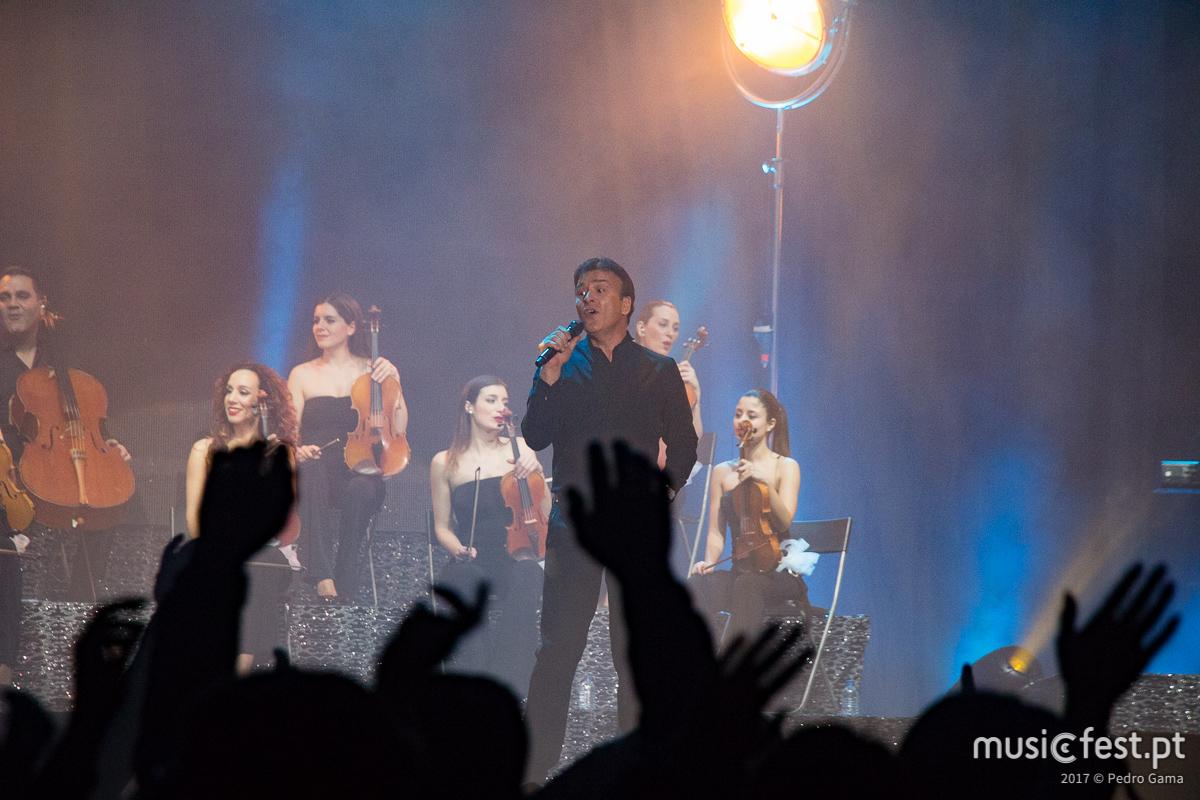 Ricky Martin convida Tony Carreira para um dueto no concerto do MEO Arena a 9 de Junho