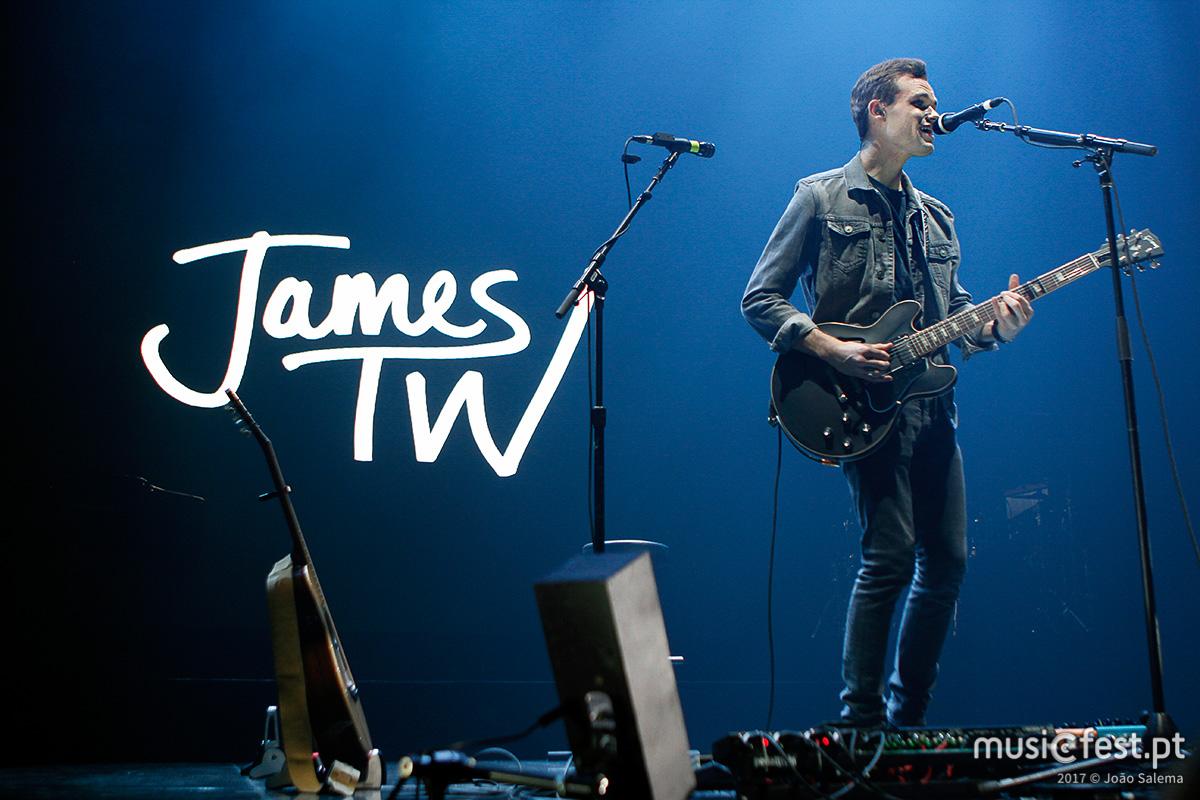 Vê aqui todas as fotos de James TW no MEO Arena