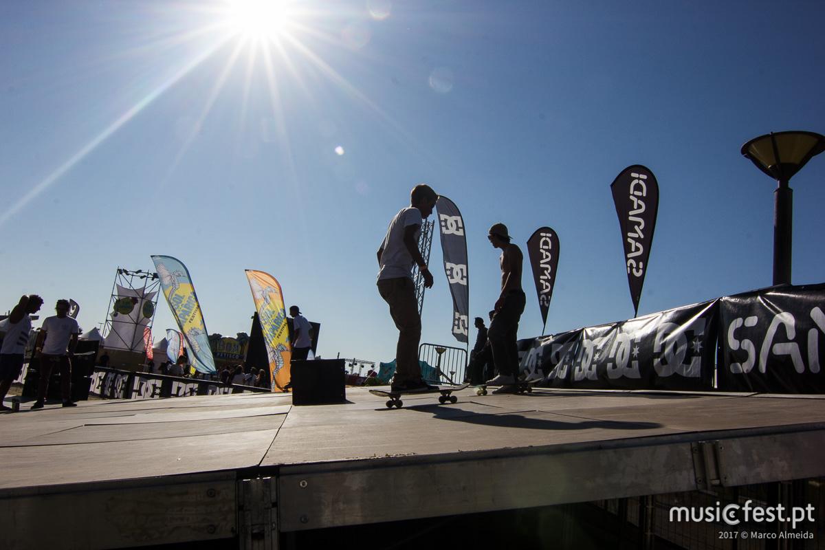 Que Sol, Caparica! A reportagem no segundo dia do festival da Costa.