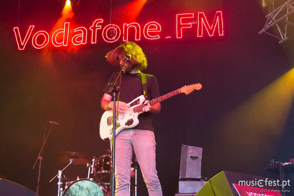 Vê aqui todas as fotos dos Cave Story no Vodafone Music Sessions