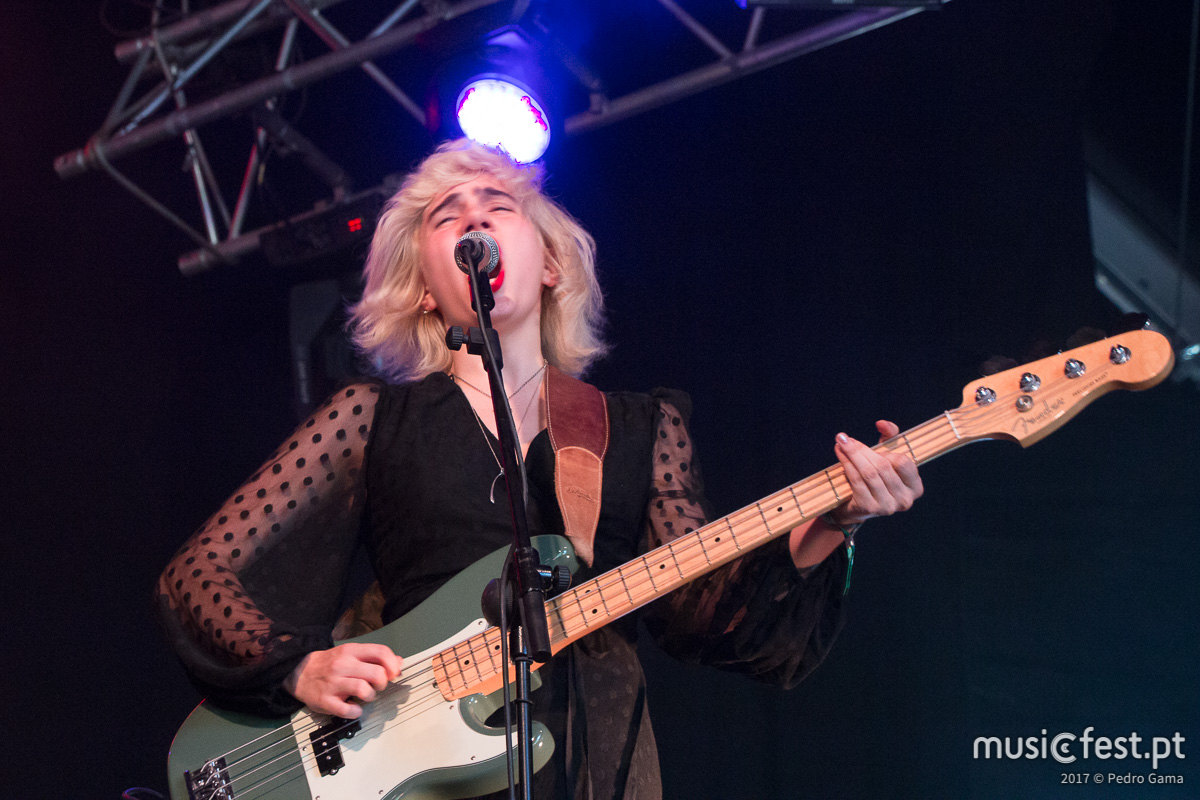 Vê aqui todas as fotos dos Sunflower Bean no Vodafone Paredes de Coura