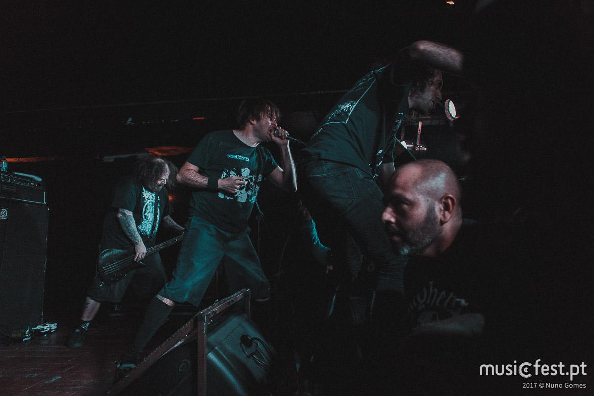 Vê aqui todas as fotos dos Napalm Death no RCA Club