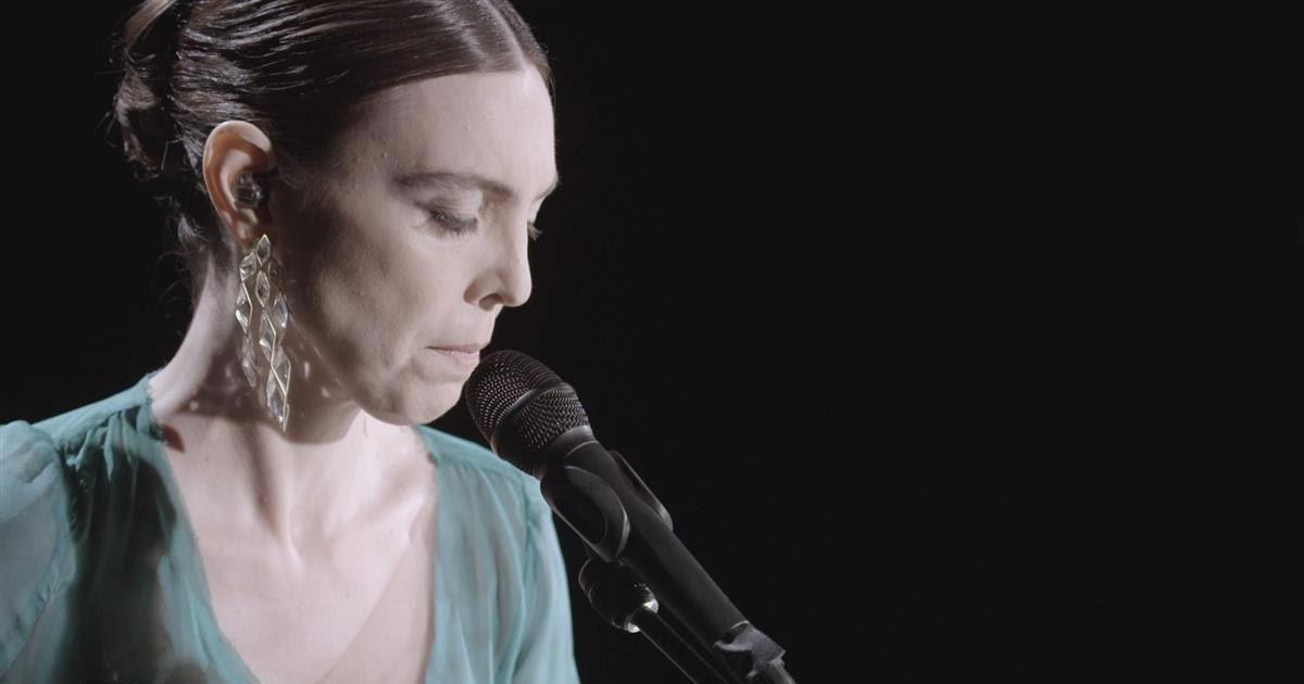 """Adriana Calcanhotto estreia """"A Mulher do Pau-Brasil"""" ao vivo em Lisboa, Porto e Ponta Delgada"""