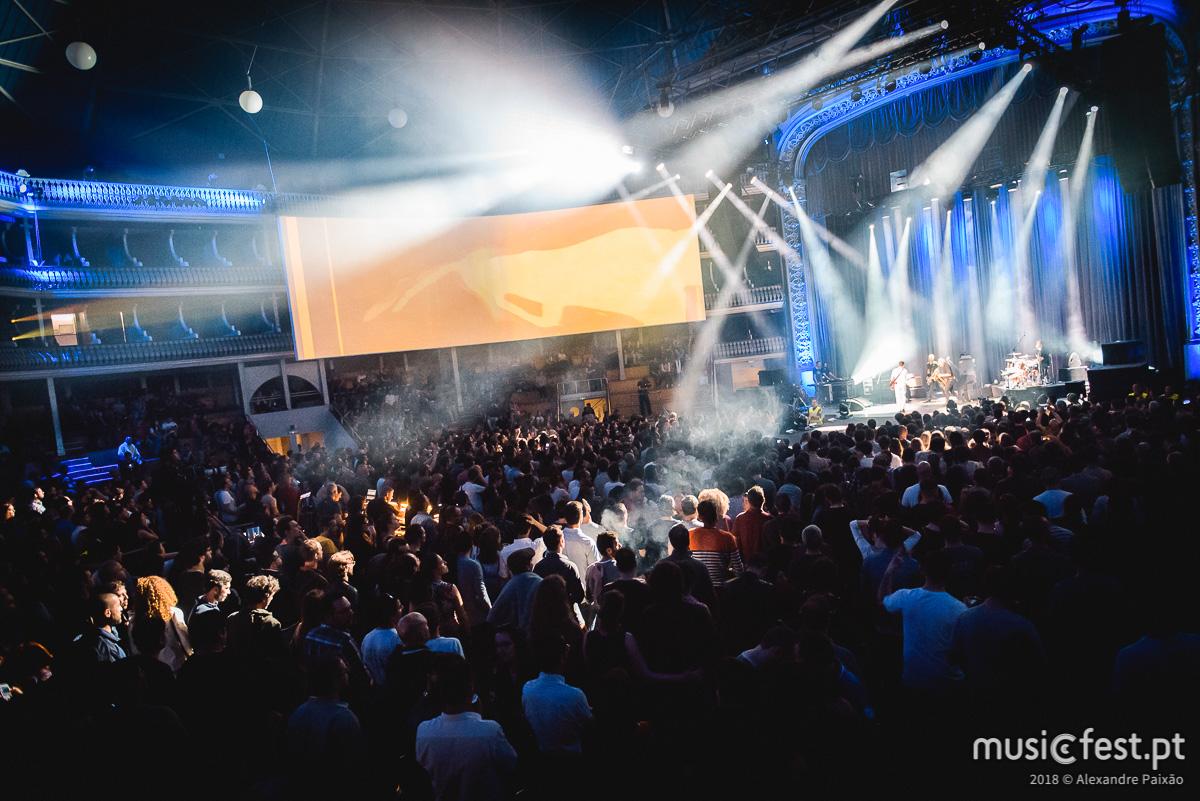 A casta da música portuguesa provou merecer um Coliseu só para si - EA Live no Coliseu
