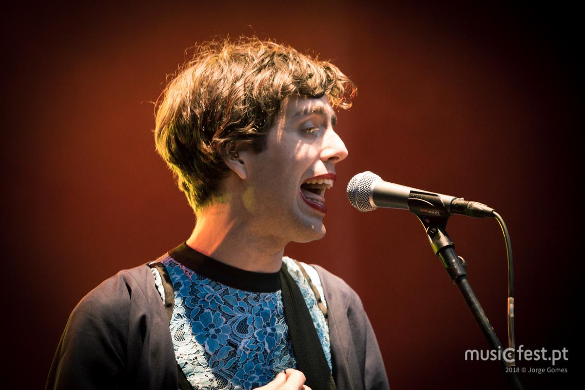 Vê aqui todas as fotos de Ezra Furman no NOS Primavera Sound