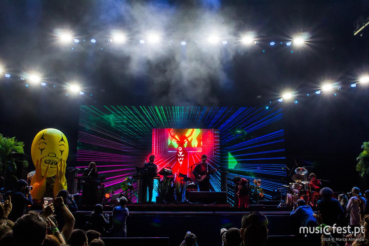 Vê aqui todas as fotos dos MGMT no NOS Alive