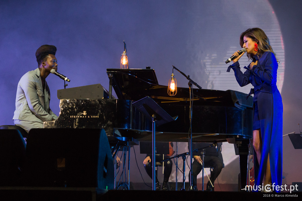 Vê aqui todas as fotos de Benjamin Clementine com Ana Moura no Super Bock Super Rock