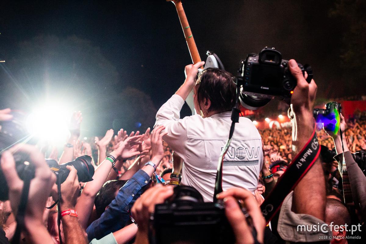 Vê aqui todas as fotos dos Arcade Fire no Vodafone Paredes de Coura