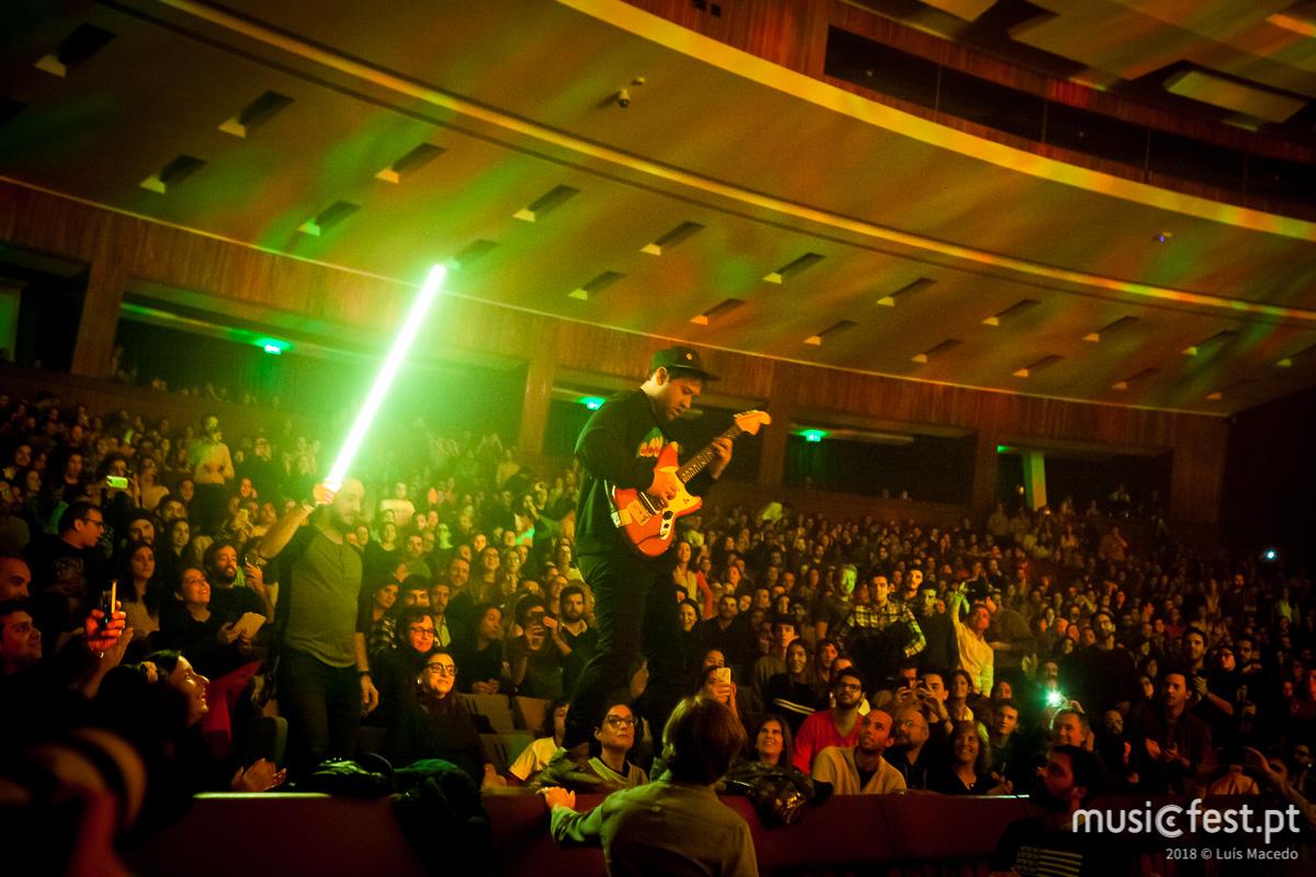 A nocte magni dos Unknown Mortal Orchestra em Lisboa