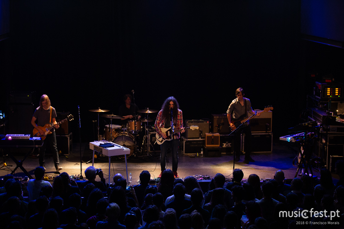 A slack e o charme de Kurt Vile & The Violators no Lisboa ao Vivo