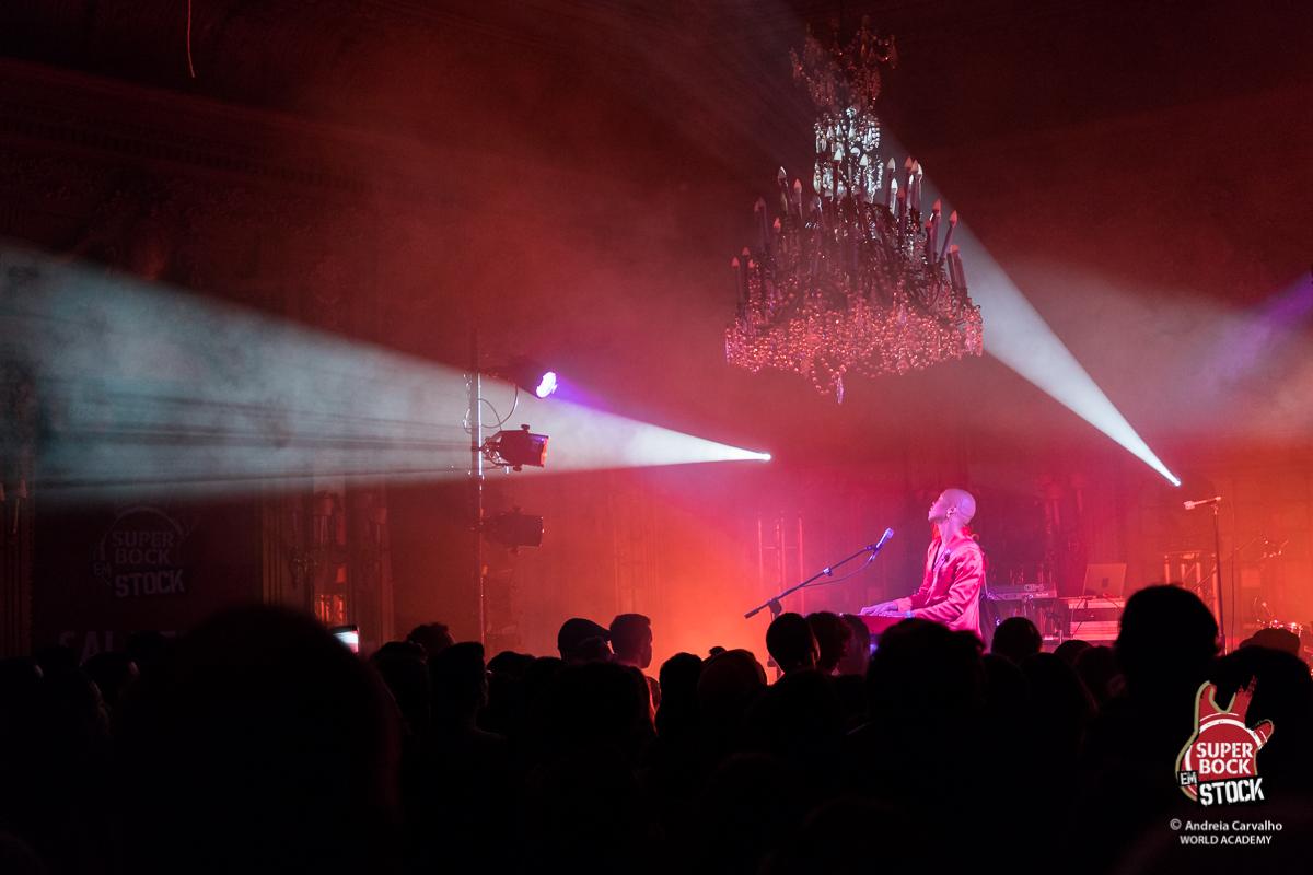 O caso de deslumbramento com Nakhane – reportagem no concerto do Super Bock em Stock