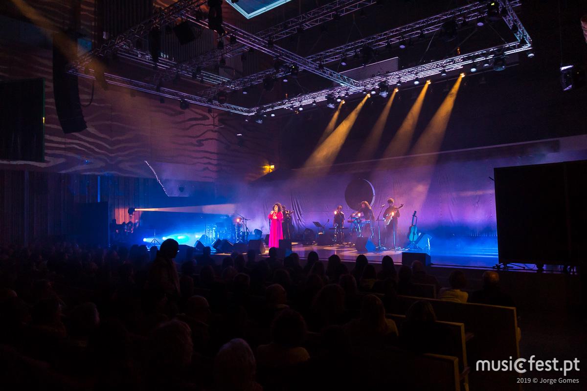 Vê aqui todas as fotos de Gal Costa na Casa da Música do Porto