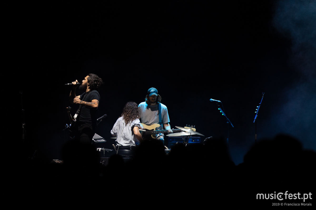Vê aqui todas as fotos dos Gang of Youths na Altice Arena