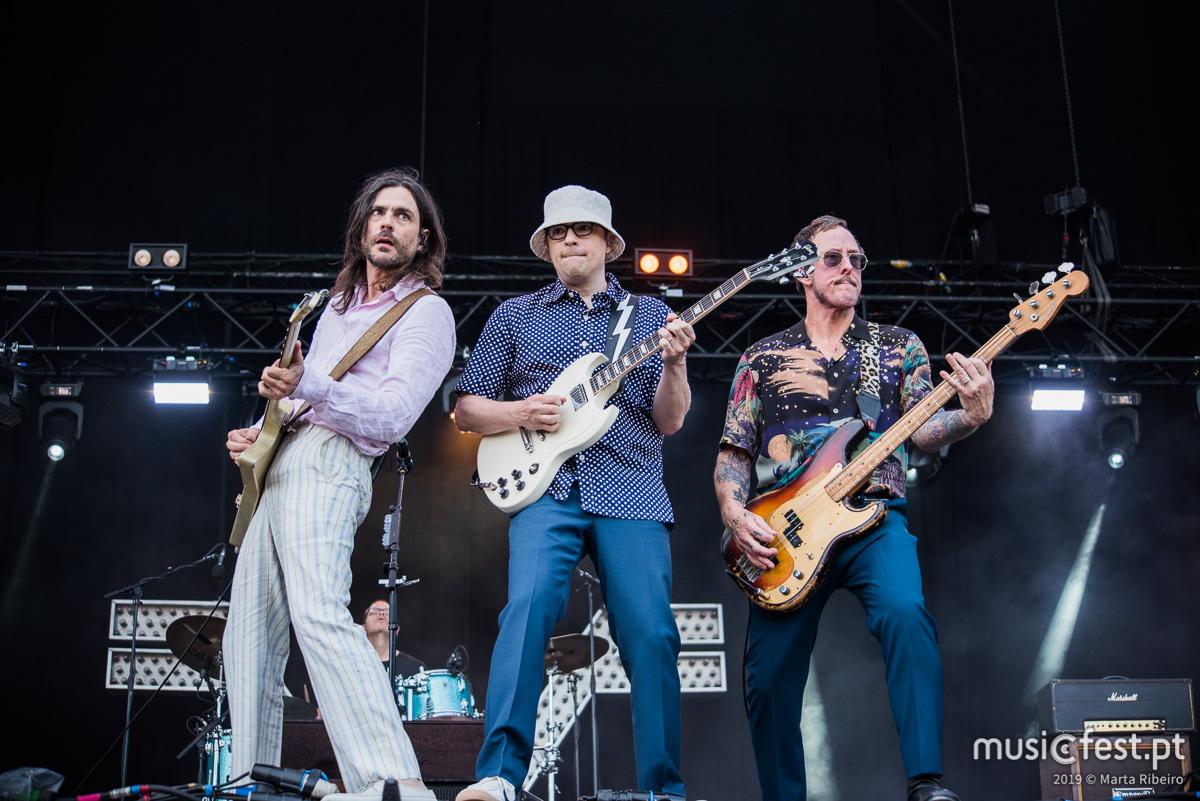 Vê aqui todas as fotos dos Weezer no NOS Alive
