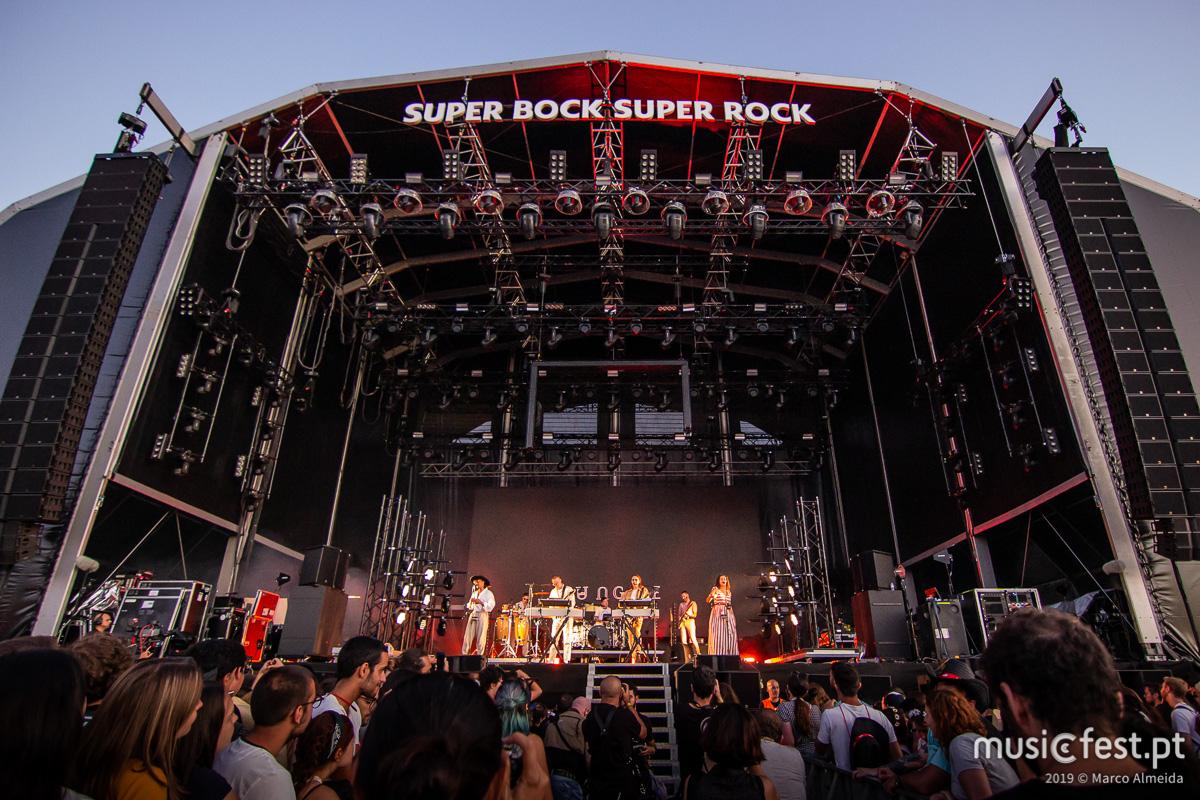 Vê aqui todas as fotos dos Jungle no Super Bock Super Rock