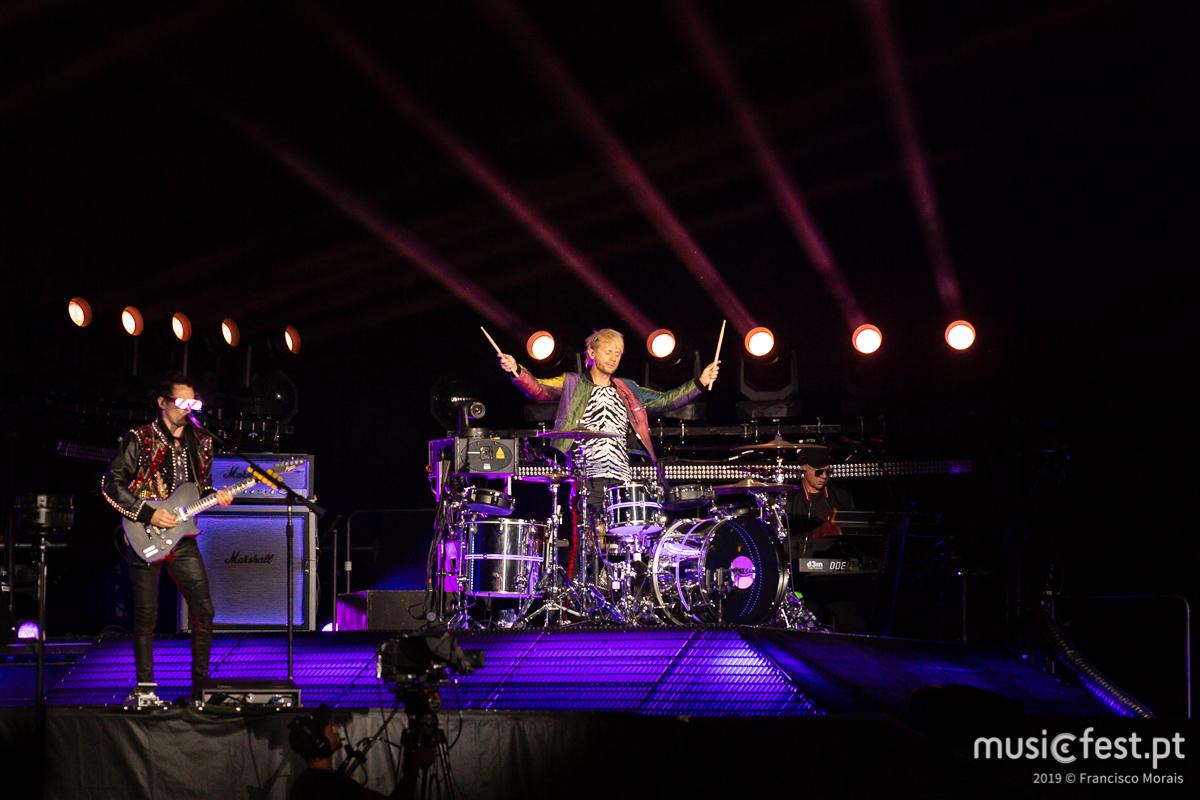 Vê aqui todas as fotos dos Muse no Passeio Marítimo de Algés
