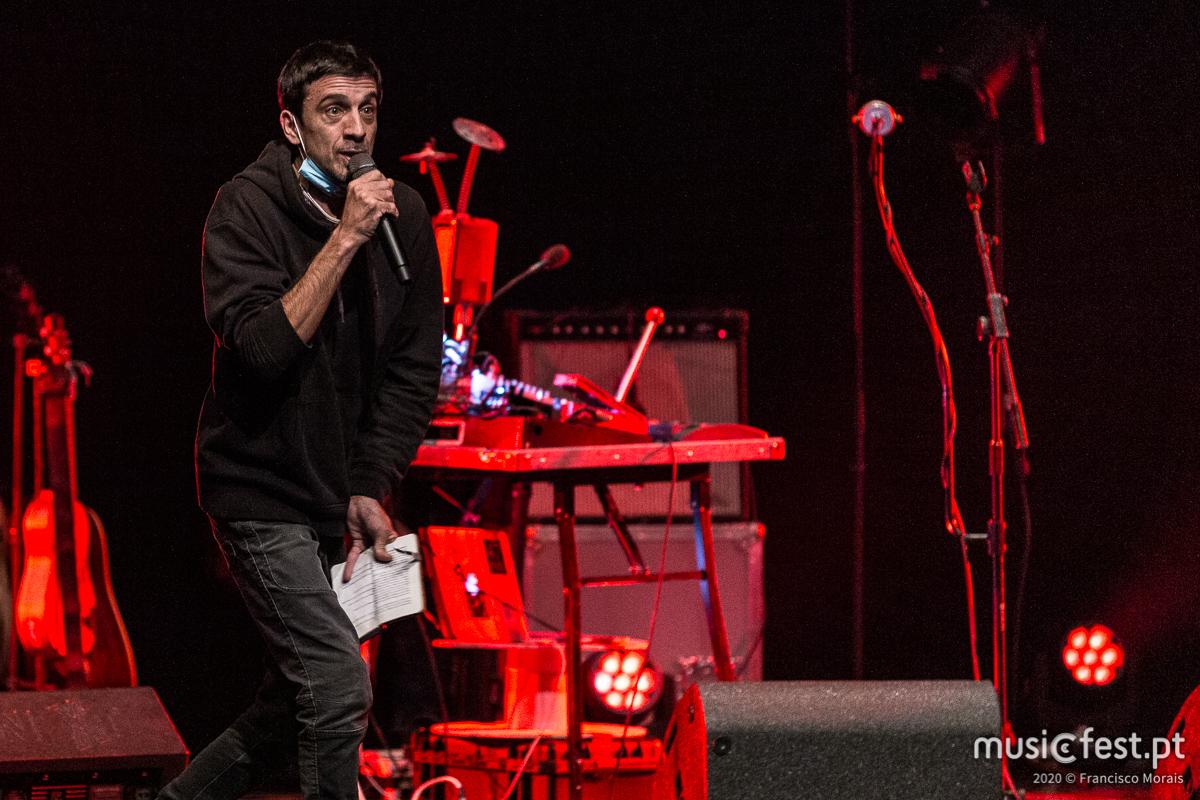 Vê aqui todas as fotos de Manel Cruz no Teatro Maria Matos